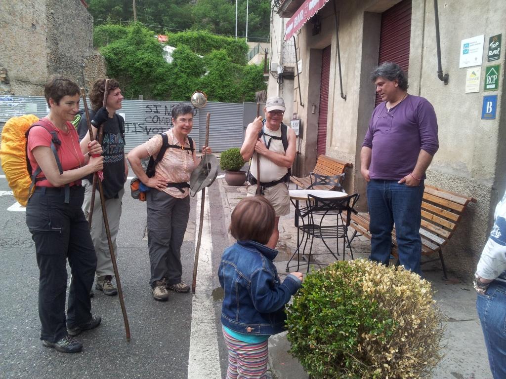 Els primers senderistes del Cinquè Llac arribant a Casa Leonardo